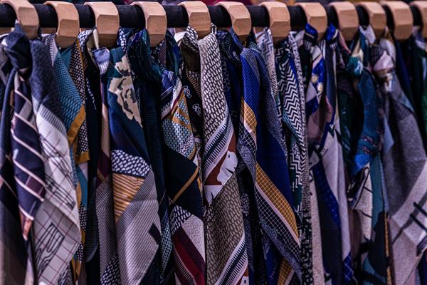 Marché-des-Modes-Maisons-de-Mode-Accessoires-Foulards